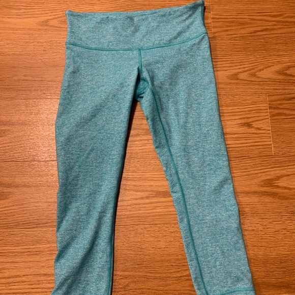 Lululemon Crop Yoga Leggings. Size 6